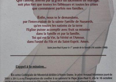 Texte posé aux côtés de la sculpture de Jean-Paul II