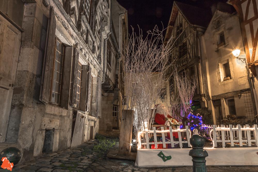 Noyers sur Serein, Père Noël y fait une halte depuis dix siècles environ!